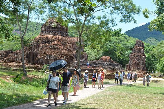 Du lịch Quảng Nam dù có những tăng trưởng mạnh nhưng cũng gặp nhiều thách thức cần tháo gỡ. Ảnh: V.L