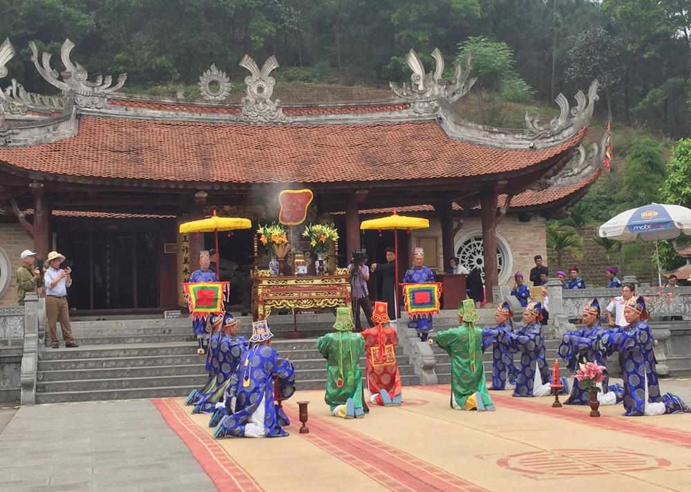Nghi thức tế lễ ở Đền Hùng.