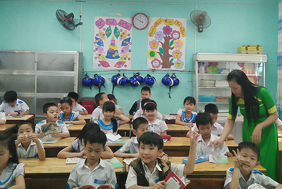 Hệ thống chiếu sáng tự động điều khiển quang thông được lắp đặt trong lớp học của nhà trường. Ảnh: H.L