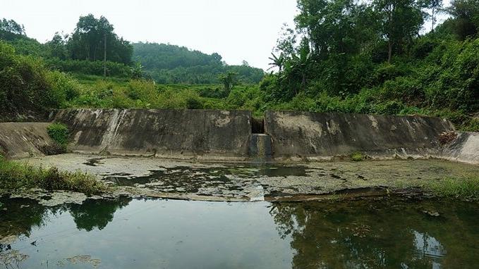 Công trình đập Ông Lương hoàn thành chỉ trong vòng hai ngày bằng sức mạnh của tuổi trẻ. Ảnh: ĐÔNG YÊN