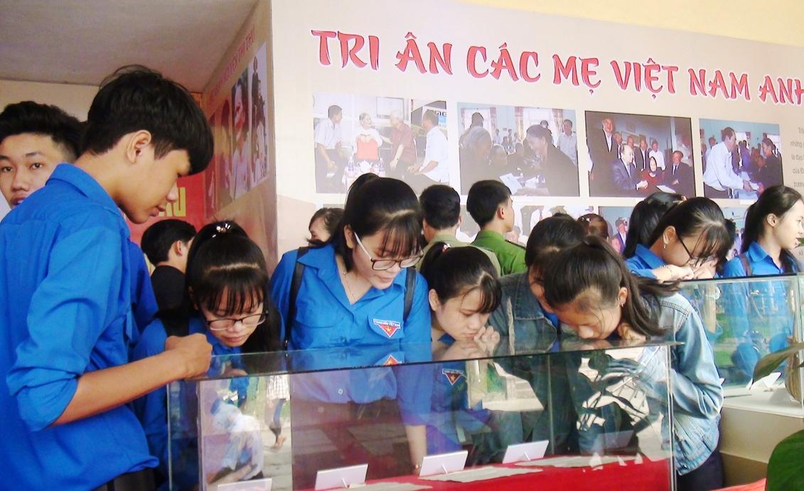 Giáo dục truyền thống cho thế hệ trẻ.