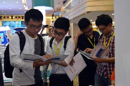 Hội nghị thu hút nhiều bác sỹ trẻ  và sinh viên ngành y đền tham dự tìm hiểu