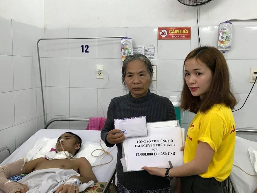 Phần quà của bạn đọc Báo Quảng Nam gửi đến anh Nguyễn Thế Thành chữa bệnh. (ảnh: Bình Nguyên