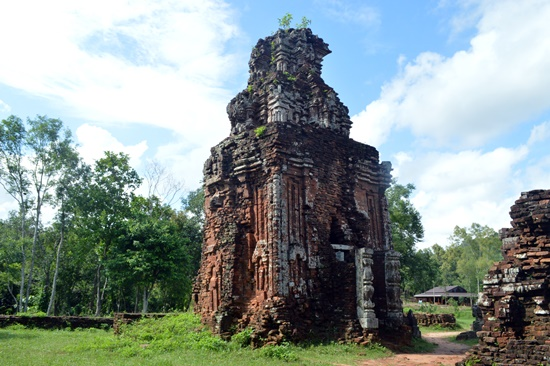 Tháp B3 là một trong số ít tháp còn tương đối nguyên vẹn tại Mỹ Sơn