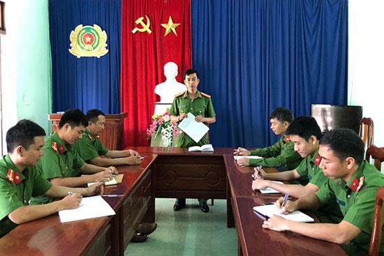 Công an phường Thanh Hà trong một buổi giao ban quán triệt nhiệm vụ. Ảnh: P.N
