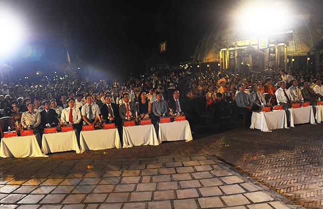 Đến dự và chia vui có đại diện văn hóa của UNESCO tại Việt Nam, Bộ VHTT&DL, lãnh đạo tỉnh, các sở ban ngành và các huyện, thị xã, TP. Ảnh: HẢI - LỘC