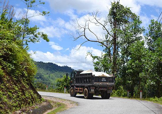 QL40B, đoạn qua địa phận huyện Nam Trà My có nhiều khúc cua nguy hiểm. Ảnh: C.T