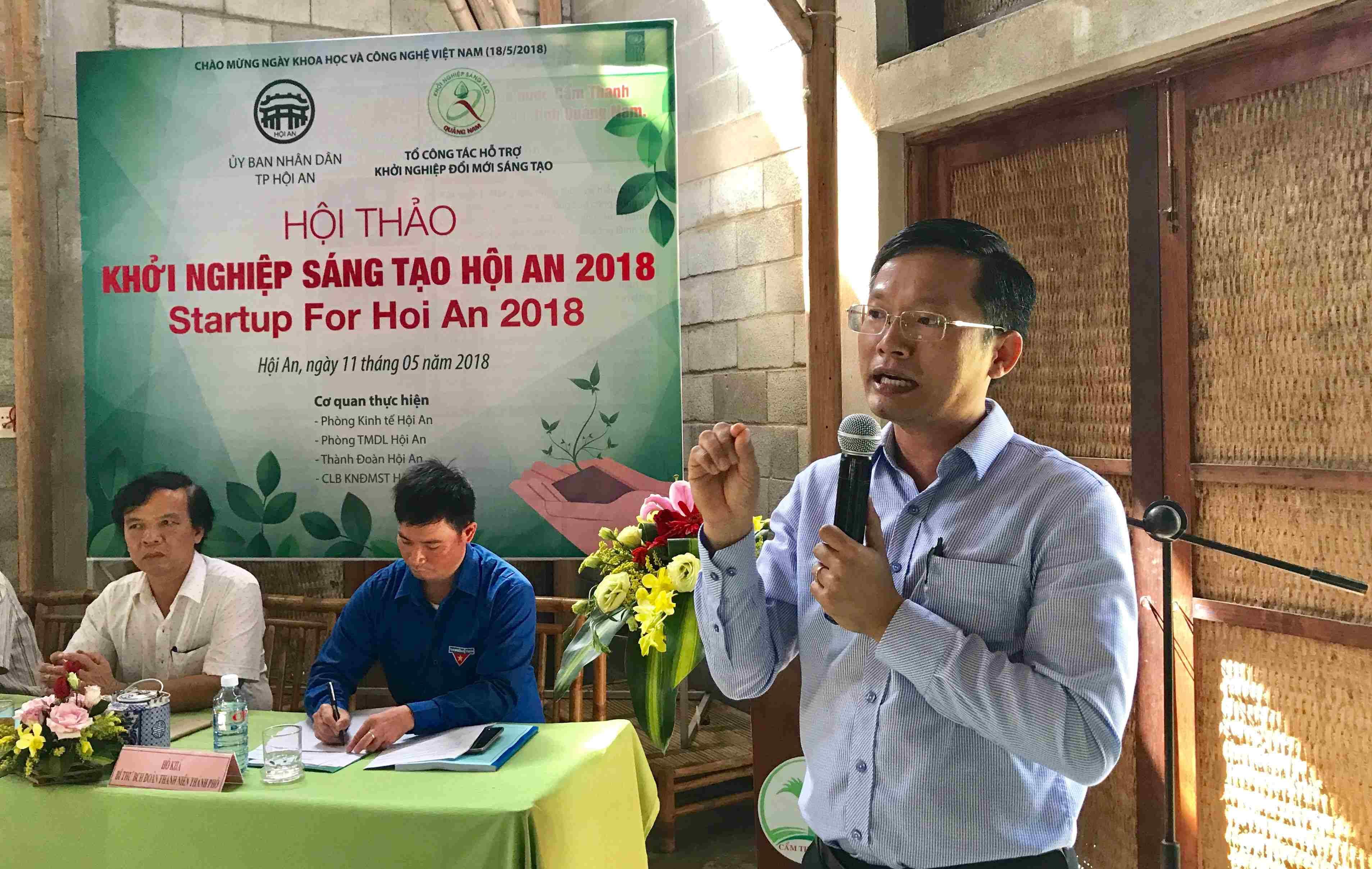Anh Hà Đức Hùng - Phó Chủ tịch thường trực Hội Doanh nhân trẻ Đà Nẵng chia sẻ kinh nghiệm tại hội thảo. Ảnh: Q.T