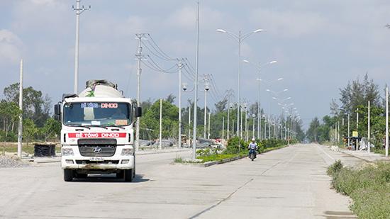 Đường dẫn cầu Cửa Đại, đường nối tuyến 129 lên trung tâm huyện Duy Xuyên là những dự án thuộc nhóm có tỷ lệ giải ngân thấp nhất. Ảnh: T.D