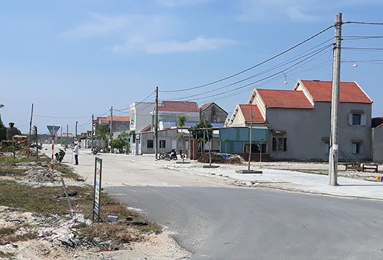 Nhu cầu xây dựng nhà ở phát triển mạnh ở xã Bình Dương (Thăng Bình) kể từ ngày dự án Vinpearl Nam Hội An đưa vào hoạt động. Ảnh: HỮU PHÚC