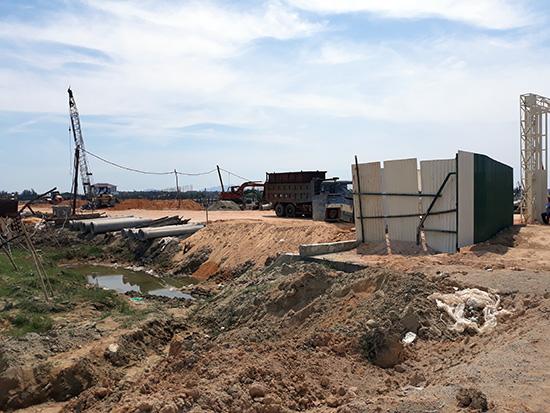 Dự án phát triển đô thị đang thi công tại xã Cẩm Thanh (TP.Hội An) của Công ty Đạt Phương. Ảnh: H.PHÚC
