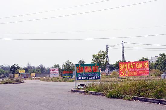 Rao bán bất động sản tràn lan tại phường Điện Ngọc (Điện Bàn) trong khi dự án chưa đầu tư đồng bộ hạ tầng như quy định. Ảnh: H.PHÚC