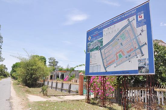 Bảng quy hoạch chi tiết khu đô thị Bách Đạt tại phường Điện Dương, thị xã Điện Bàn.Ảnh: HỮU PHÚC