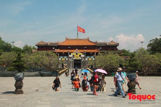 The Malaysian delegation visits Hue Royal Palace.