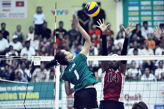 Dương Thị Hên rất nhiều lần chiến thắng trước các tay chắn cao to của đội BIP. Ảnh: T.VY