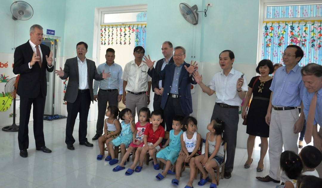Representatives of HASD and VCF at a nursery school in Duy Hai commune