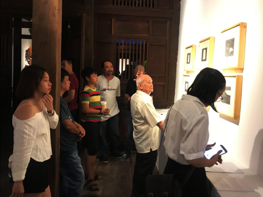 Triển lãm thu hút người xem