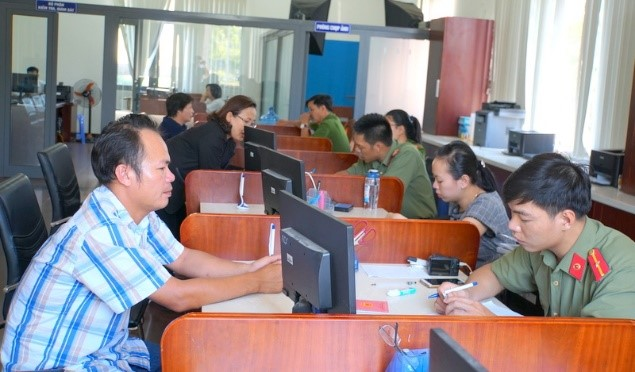 Working atmosphere at the provincial Public Administration Centre