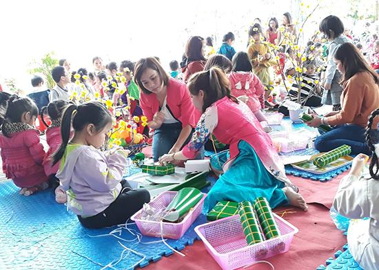 Phụ huynh Trường mẫu giáo Tam Ngọc tham gia hội xuân trong trường học cùng nhà trường. Ảnh: C.NẢnh: C.N