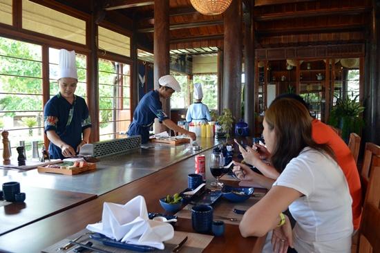 Thực đơn của nhà hàng với hàng chục món ăn Nhật Bản đặc trưng nhất
