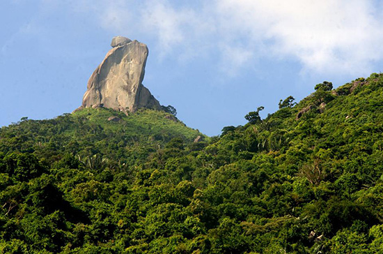 Đại sơn thần Linga trên núi Đá Bi.Ảnh: Tư liệu