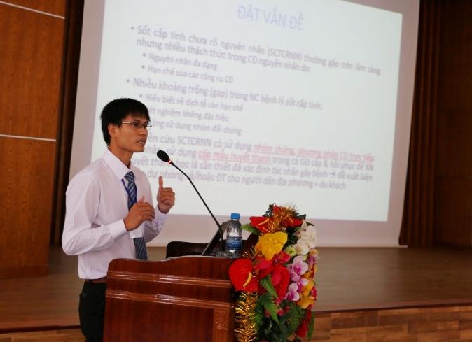 Thạc sĩ Lê Viết Nhiệm - nghiên cứu sinh tại Pháp báo cáo chuyên đề tại hội thảo. Ảnh: P.T