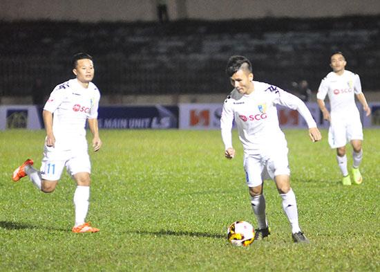 Khó có đội bóng nào thời điểm này cản bước tiến của Hà Nội. Ảnh: T.VY