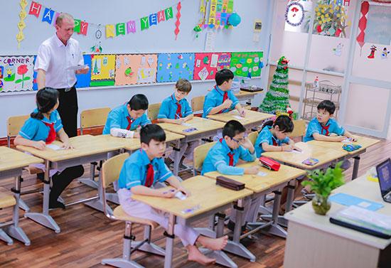 Một giờ học tiếng Anh với giáo viên nước ngoài của học sinh Sky-Line.