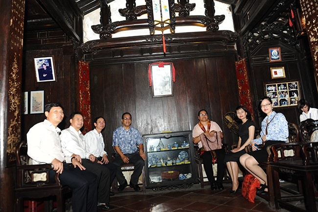 The Micronesian delegation in Tan Ky ancient house.