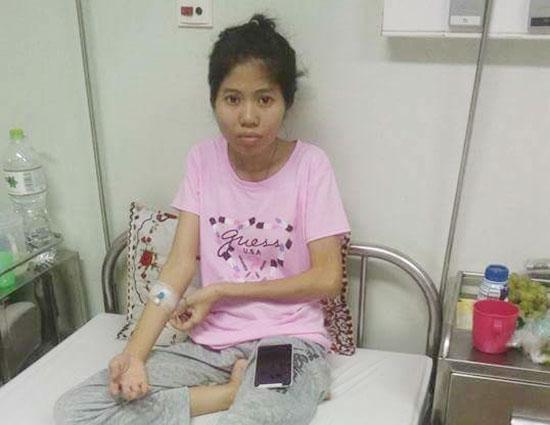 Chị Trần Xuân Duy đang điều trị tại Bệnh viện Ung thư Đà Nẵng. Ảnh: H.G
