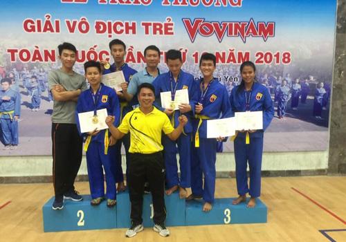 Niềm vui của thầy và trò đội tuyển Vovinam Quảng Nam taih giải vô địch trẻ Vovinam toàn quốc. Ảnh: P.Lai