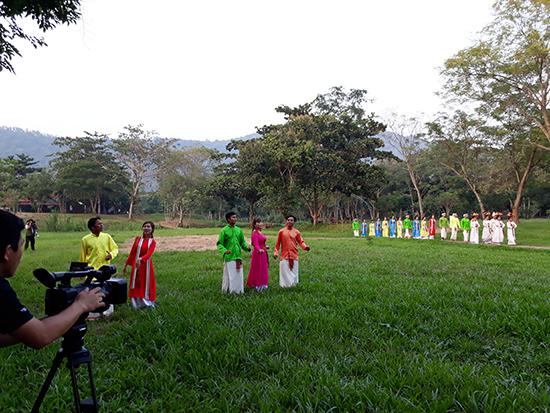 Một cảnh dàn dựng để quay phim Khúc hành hương Mỹ Sơn. Ảnh: N.K
