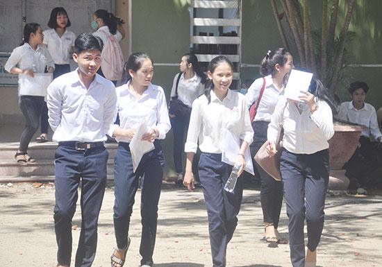 Niềm vui của các thí sinh sau khi kết thúc kỳ thi THPT quốc gia 2018. Ảnh: X.PHÚ