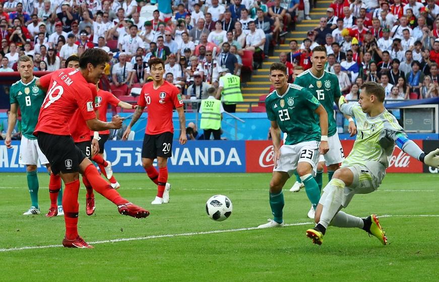 Đội tuyển Đức (áo xanh) bị loại ngay từ vòng bảng là một bất ngờ lớn của giải năm nay. Ảnh: Internet