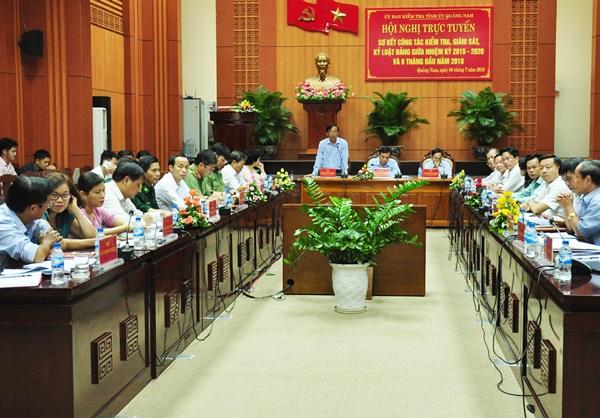 Sáng 4.7, UBKT Tỉnh ủy tổ chức hội nghị trực tuyến với các địa phương về công tác kiểm tra, giám sát, thi hành kỷ luật trong Đảng 6 tháng đầu năm, đánh giá kết quả thực hiện giữa nhiệm kỳ. Ảnh: N.Đ