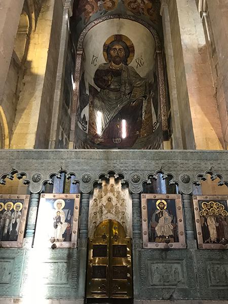 Những bức bích họa bên trong thánh đường Svetitskhoveli.Ảnh: TƯỜNG MINH