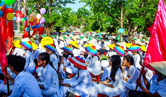Học sinh Trường THPT chuyên Nguyễn Bỉnh Khiêm (Tam Kỳ). Ảnh: PHƯƠNG THẢO