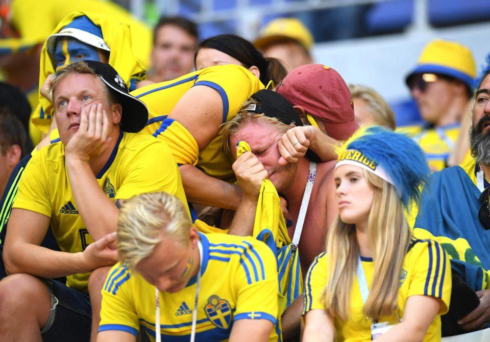Cổ động viên khóc khi đội nhà thua trận. ảnh internet
