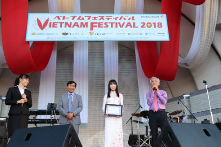 Japanese singer Ueno Yuuka was given the Goodwill Ambassador certificate by the Hoi An city's People's Committee, Quang Nam province in May 2018