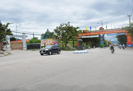 Đi lên từ sự đồng thuận của nhân dân, diện mạo trung tâm huyện lỵ Bắc Trà My ngày càng khang trang hơn. Ảnh: H.G