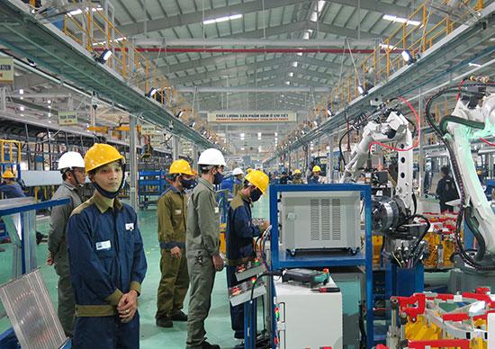 Chỉ số tiêu thụ ngành công nghiệp chế biến, chế tạo của tỉnh 6 tháng qua tăng gấp 2,6 lần, tăng mạnh nhất thuộc về ngành sản xuất có động cơ (81%). Ảnh: T.DŨNG