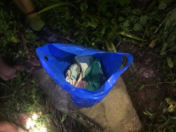 Số tài sản bị mất trộm được tìm thấy trong vườn nhà Viền. Ảnh: P.N
