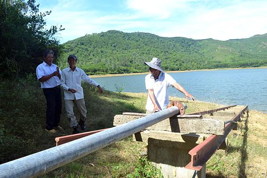Huyện Thăng Bình tập trung bảo vệ công trình hồ đập để đảm bảo nước tưới. Ảnh: Q.VIỆT