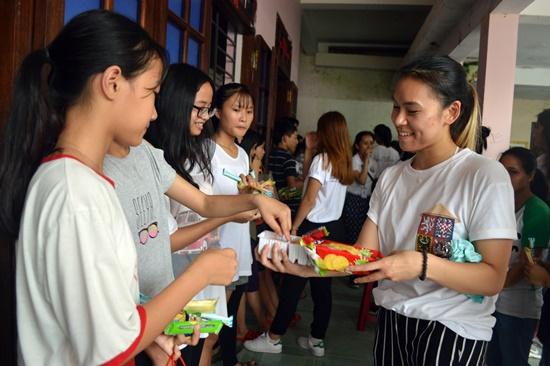 Thông qua các hoạt động xã hội giúp các em gắn kết hơn với quê hương Việt Nam