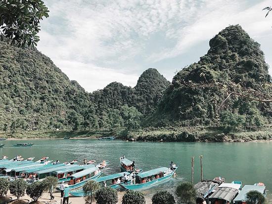 Sông núi hữu tình ở động Phong Nha. Ảnh: H.N.T