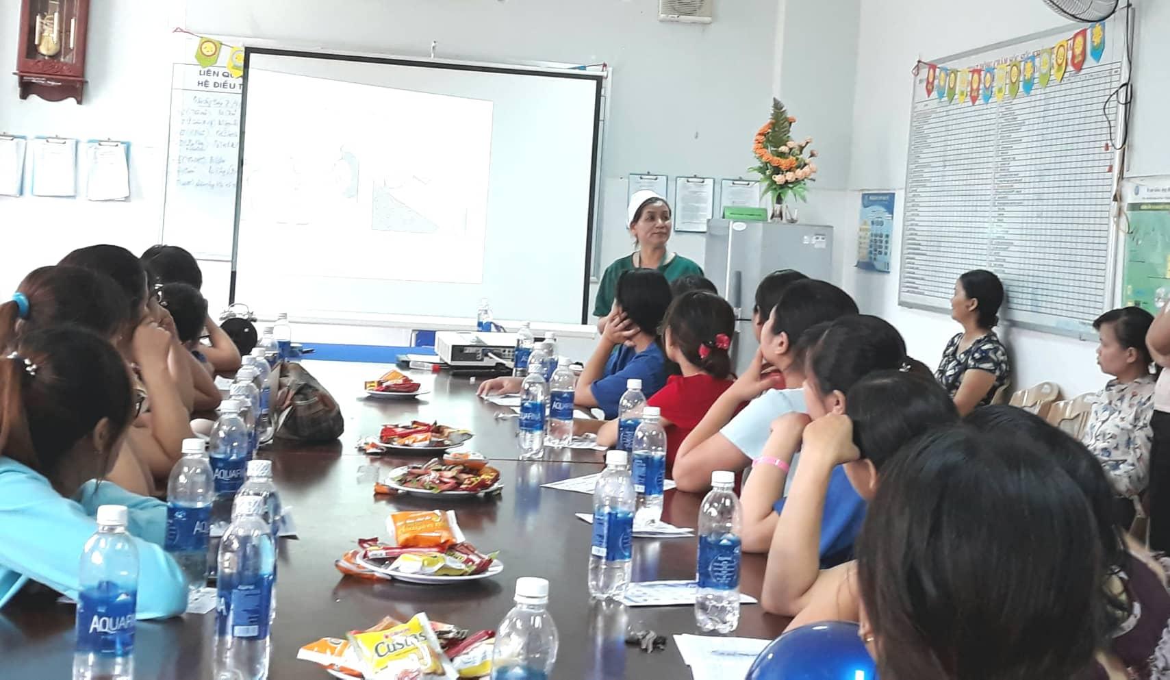 Bác sĩ Nguyễn Thị Kiều Trinh tư vấn về bệnh lý đái tháo đường thai kỳ. Ảnh: C.N