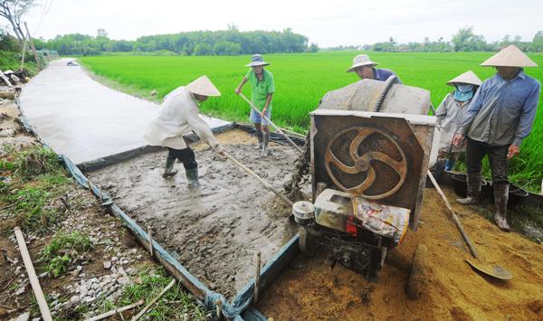 Dù đã về đích NTM nhưng xã Bình Chánh tiếp tục nâng cao các tiêu chí về giao thông nông thôn.