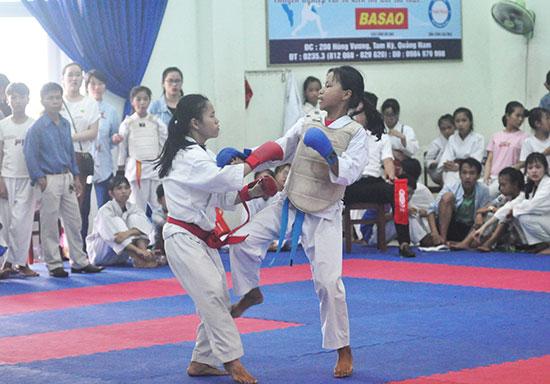 Đưa Karatedo vào trường học giúp cho giải trẻ của tỉnh có thêm nhiều vận động viên dự tranh. Ảnh: X.PHÚ