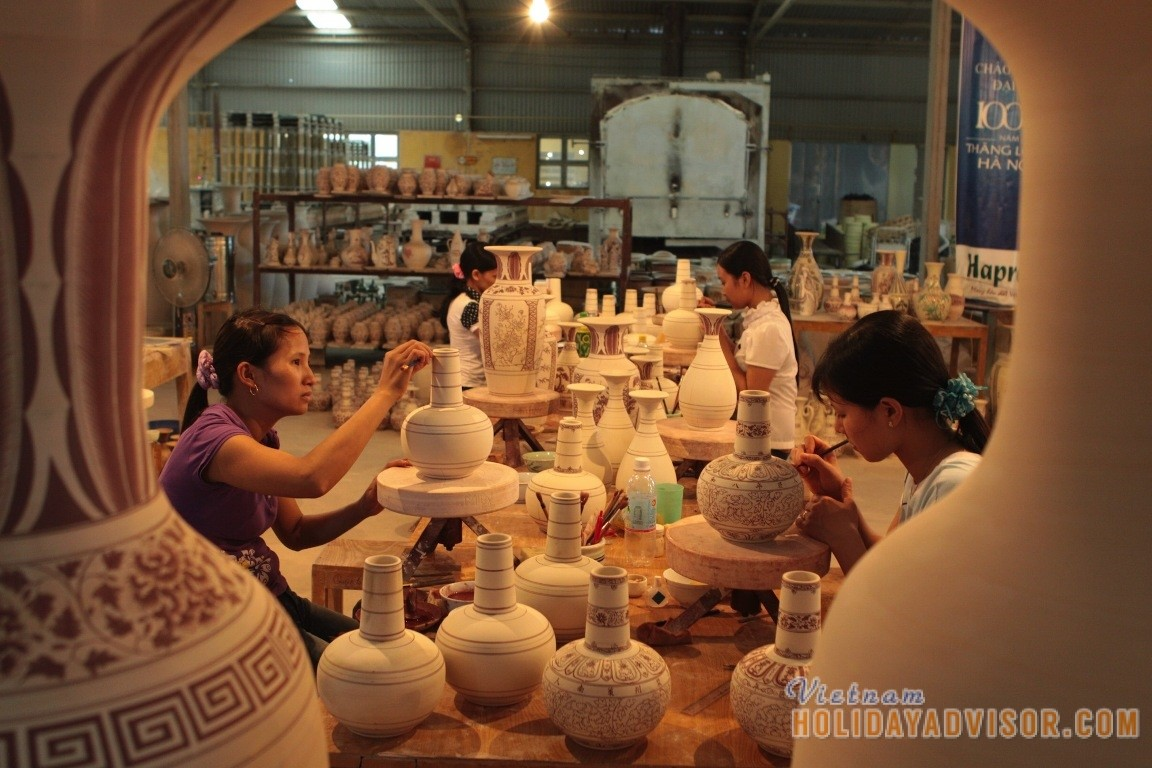 In Thanh Ha pottery village. Photo:vietnamholidayadvisor