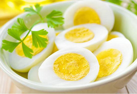 Trứng bổ dưỡng và có nhiều lợi ích cho cơ thể nhưng cũng có một số tác dụng phụ từ lòng trắng và lòng đỏ khi cơ thể dung nạp quá nhiều.